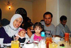 abu's family: yah, dhia zara, dhia sofea dan abu