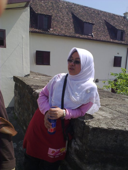 Puan Norfaizah Ahmad