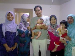 mirul's family bersama budak2 yg suka interprem..