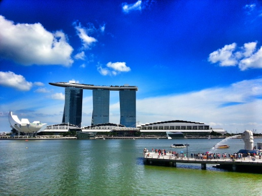 try to put Art Science Museum, Marina Sand Bay & Merlion Park in one picture