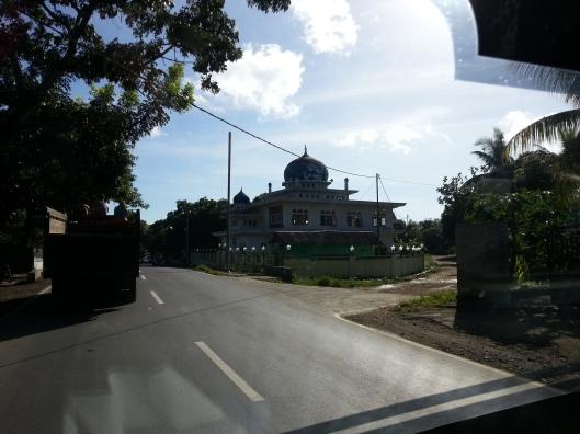 #11 Di Lombok ni sebenarnya terdapat banyak masjid. Terkenal dengan Pulau 1000 masjid.