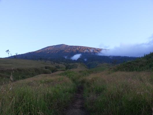 #28 puncak gunung yang jauh dan macam sangat mustahil dan dicapai..