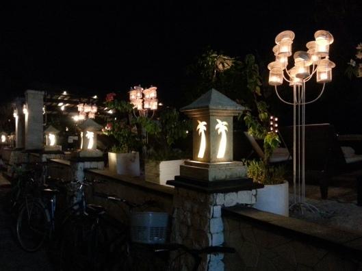 sampai malam baru kitorang pulang.. sebenarnya pulau ni pun cantik waktu malam.. cuma hp ni je tak mampu nak capture cantik2..